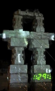 Robô-Totem_fotoNoturna_Waleska Reuter_Lage Galery-2013