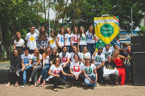 Dia de alegria com o Grupo Vocalize na Praça do Relógio